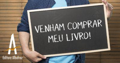 Marketing Do Mundo Real Homem Segurando Placa De Vende-se Livro Editora Publicar Publicação
