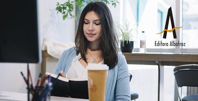 escrever escritor escrita livro publicar editora albatroz mulher escrevendo melhor dicas para escrever melhor editora independente publicação estrutura narrativa